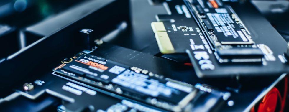 Test prędkości dysku komputera: Mac Mini 2018, MacBook Pro 2015, Mac Mini 2012